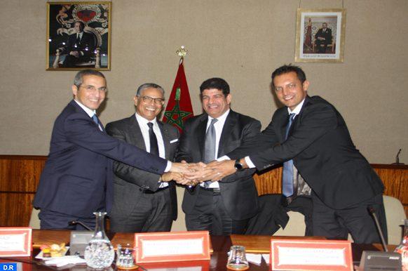 Eolien : L'ONEE, MASEN et le groupement Nareva - Enel Green Power signent les contrats du projet Parc éolien de Boujdour (300 MW)